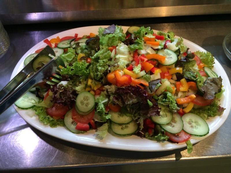 Unsere Büffetvariationen - knackiger Salat